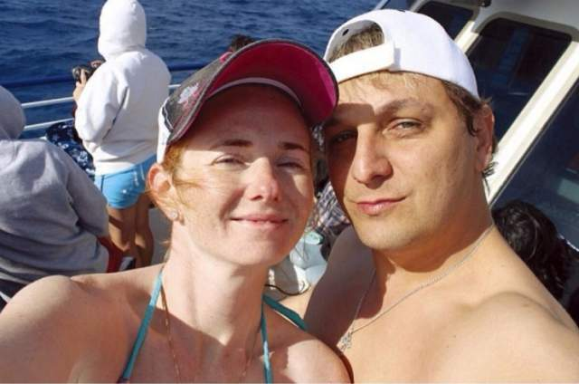 Первая встреча не заладилась: Сашо был высокомерен, а Лена не узнала в нем звезду Словении. Их пути пересеклись вновь лишь спустя несколько лет.