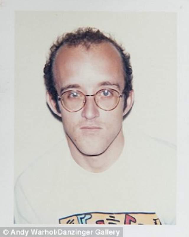 Кит Харинг , американский художник, скульптор и общественный деятель. Умер в 1990-м.