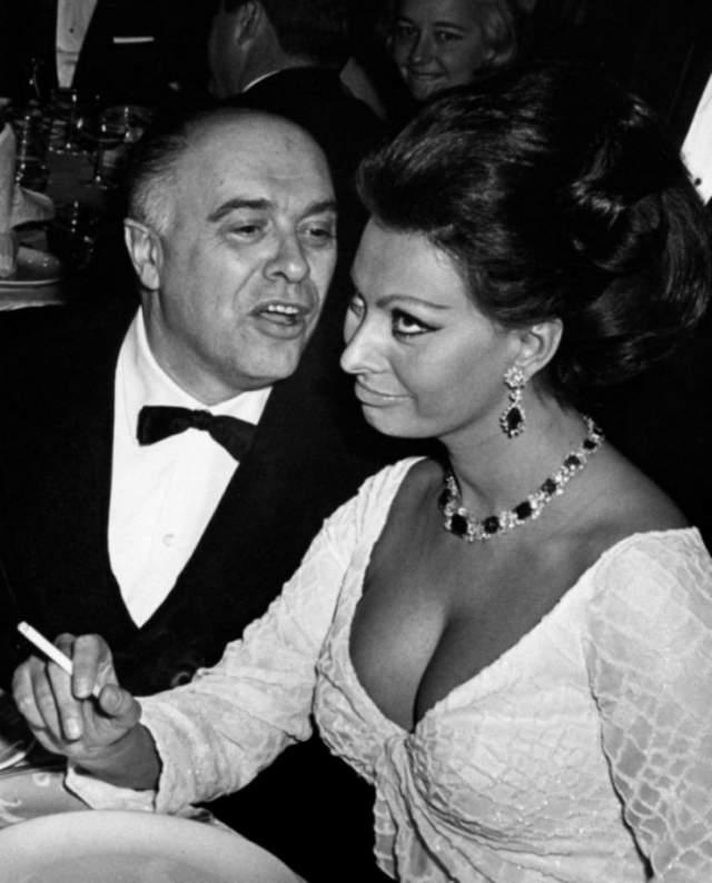 Страсть между ними вспыхнула лишь через три года, но Карло был женат. С трудом получив разрешение от Ватикана на развод, он женился на Лорен в Мексике. Но брак позже признали недействительным, так как он был все еще женат! Лишь в 1966 году они смогли зарегистрировать отношения официально.