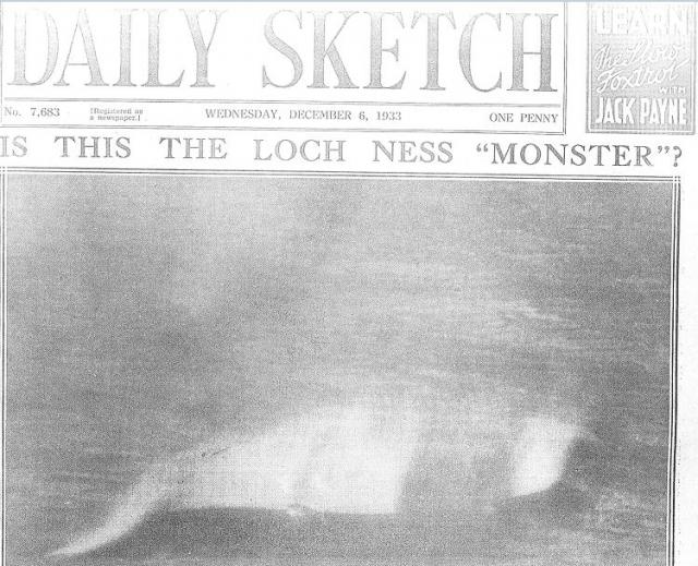 """12 ноября 1933 года некий Хью Грей сделал первую известную фотографию чудовища - чрезвычайно низкого качества размытое изображение некой S-образной фигуры. 6 декабря фото появилось на первой странице газеты """"Дэйли Скетч""""."""