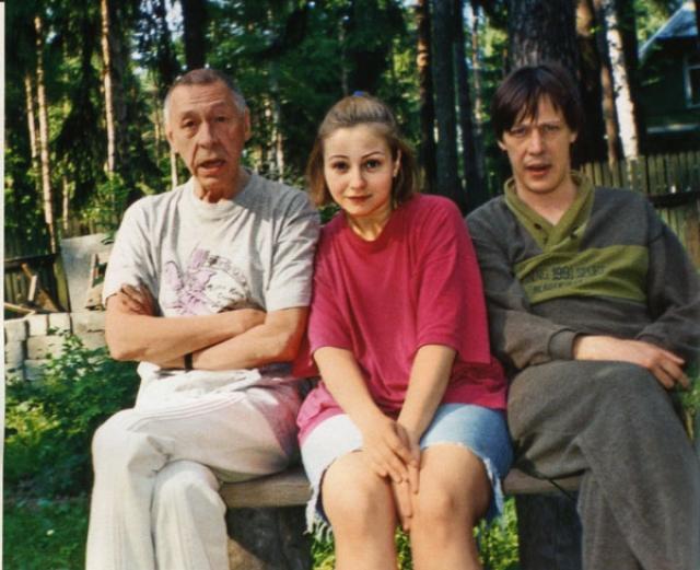 Михаил Ефремов. По словам первой супруги актера, тот часто распускал руки по молодости.