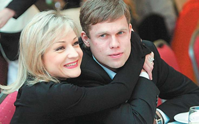 Журналисты наперебой начали разводить звездную пару, однако, шумиха закончилась, а семейная жизнь пары продолжается.