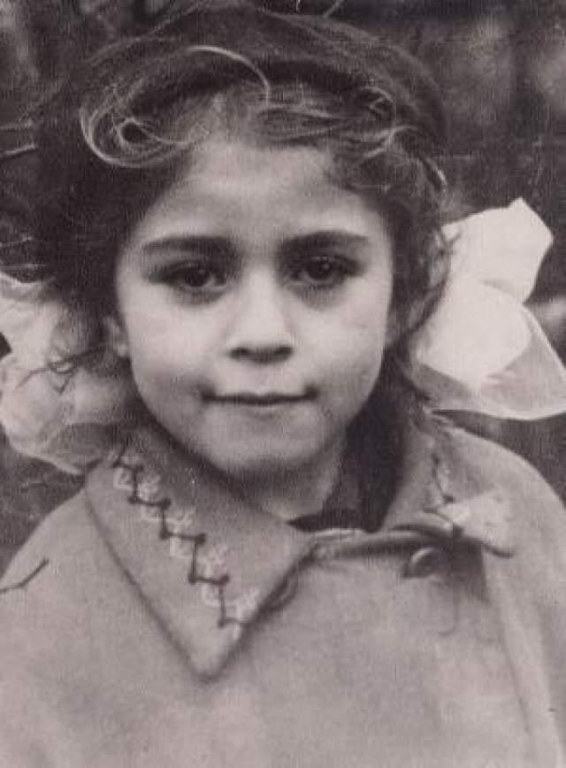 Дело в том, что в тот день все врачи ушли праздновать День Советской армии (звезда родилась 24 февраля). У женщины началось кровотечение, она начала кричать, но на нее никто не обратил внимания - думали, кричит, потому что рожает. А когда медики вернулись, Елена уже истекла кровью.