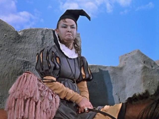 """Дебют Алтайской в кино состоялся в 1938 году, а уже в 1942 году она стала известной актрисой, благодаря роли Веры в ставшем популярном фильме """"Машенька""""."""