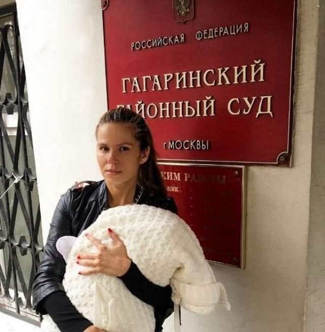 Артист не видел и не признал сына Филиппа, отказался сдавать материал для проведения ДНК-теста, а забрасывает суды исками против жены, которых собралось уже более десяти.