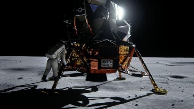 В своих более ранних высказываниях он вообще уклонился от прямого ответа, утверждая, что просто не помнит, были ли видны звезды в небе Луны. Не видел он звезд даже через верхнее смотровое окно, находясь внутри лунного модуля, и мог наблюдать только Землю.