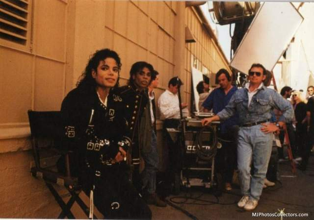 При этом он не бросал и братьев. Однако в 1989 году вышел первый альбом без участия Майкла и Марлона, и он стал самым провальным в истории. Тем не менее, коллектив просуществовал до 1989 года.