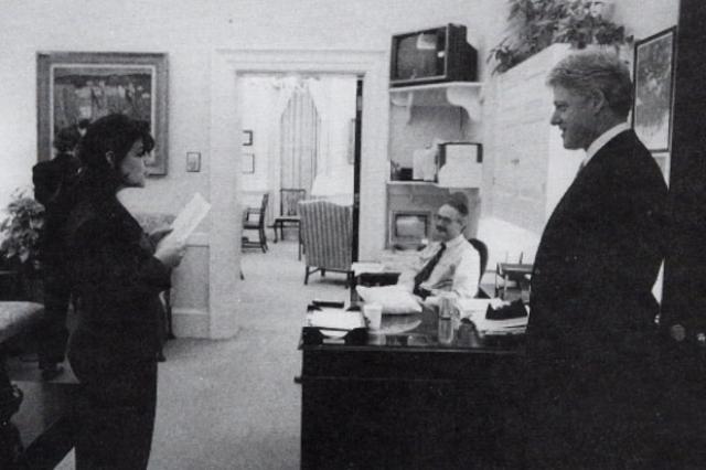 """""""Эпизодов"""" было девять, причем некоторые такие сцены происходили даже в Овальном кабинете, главном офисе президента США."""