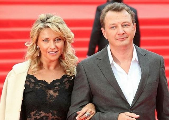 В мае 2014 года стало известно, что Марат Башаров женился на племяннице Эммануила Виторгана Екатерине Архаровой. А уже в октябре СМИ взорвались новостью о том, что Марат Башаров избил свою новую супругу до полусмерти .