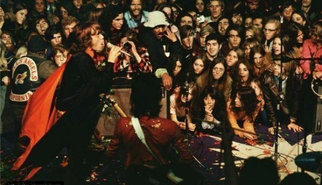 Бесплатный концерт The Rolling Stones в Калифорнии , 6 декабря 1969 года. Вместе с другими именитыми исполнителями поколения 60-х группа выступила перед 300-тысячной аудиторией.
