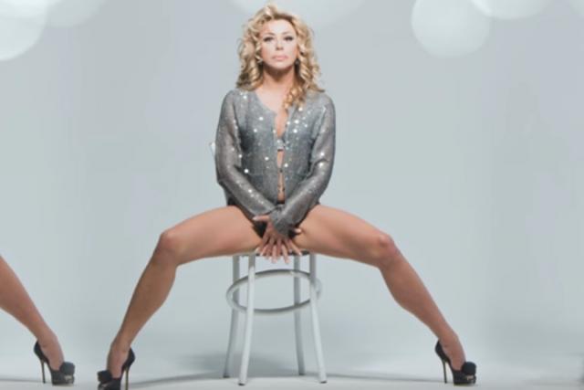 Алена Апина. В ролике 52-летняя певица показалась в нижнем белье.