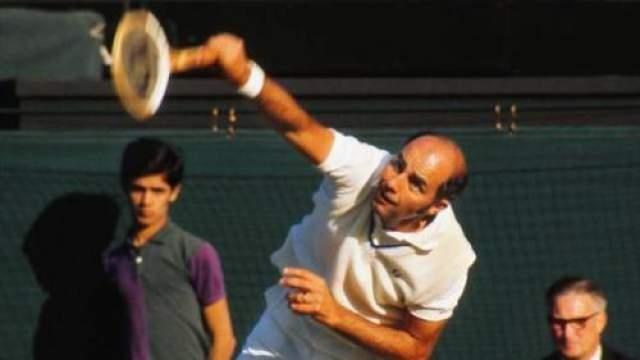 """Осенью 2012 года произошел еще один громкий секс-скандал - знаменитого теннисиста Боба Хьюитта исключили из Зала теннисной славы за сексуальные домогательства в отношении почти 30 женщин разных возрастов. Этот случай стал прецедентным - до этого из Зала славы никого не исключали. """"Грешки"""" водились за Хьюиттом в 7080-е годы, когда он работал с женщинами в качестве тренера."""