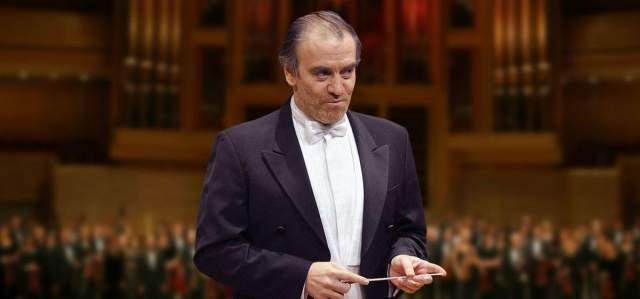 Валерий Гергиев Тройку лидеров замыкает музыкант Валерий Гергиев, получивши свою первую премию еще в студенчески годы, когда он одержал победу на Всесоюзном конкурсе дирижеров. В 2010 году он первым из российских музыкантов получил престижнейшем американскую премию Нельсона Рокфеллера, а в 2011 году открыл с оркестром Мариинского театра сезон в нью-йоркской Карнеги-холле.