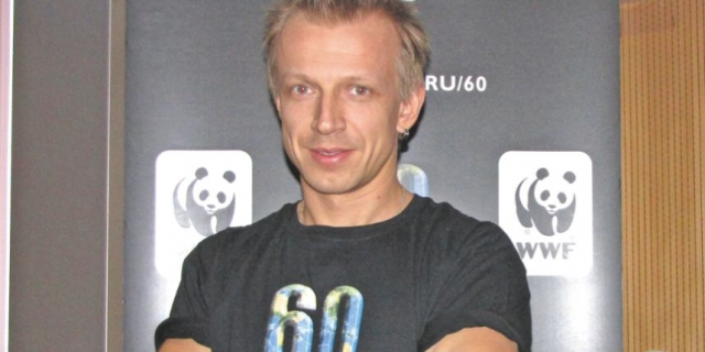 """Антон работал на разных телеканала, а с 5 сентября 2011 года в паре с Еленой Абитаевой ведёт """"РАШ-РадиоАктивное Шоу"""" на радиостанции Европа Плюс"""
