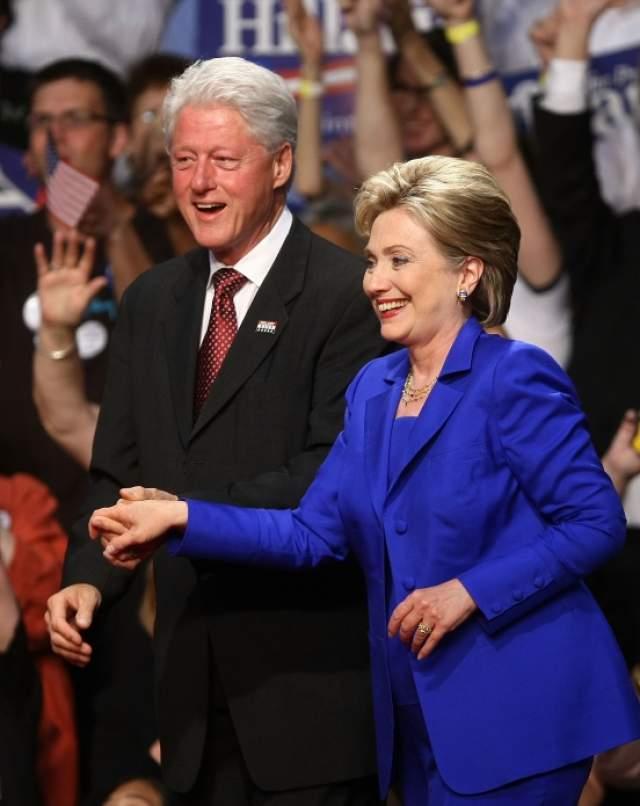 """Вот как оправдывал себя Билл: """"Я разбудил Хилари поздно ночь и все ей рассказал. Ее реакция была ужасной, она заставила меня спать на диване около двух месяцев... Почему я сделал это? Потому что мог, а Моника была доступна..."""""""