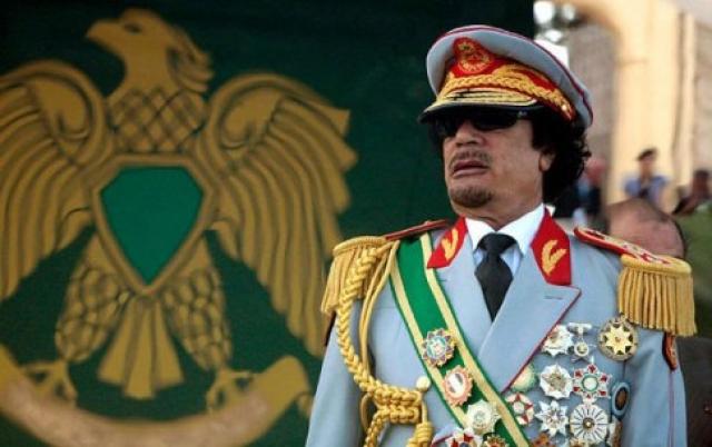 Муаммар Каддафи. Ливийский диктатор боялся длительных перелетов над водой и высоты.
