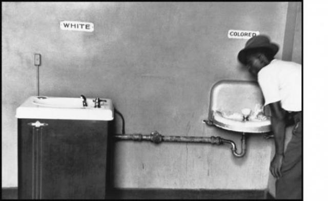 Белые и цветные. Фотография Эллиотта Эрвитта 1950 год.