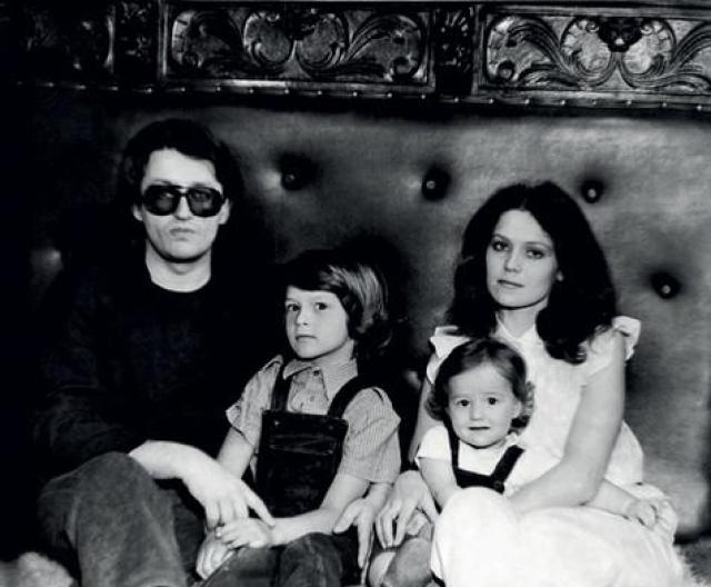 Александр Градский. Певец прожил с третьей женой Ольгой, родившей ему двоих детей, 23 года, когда, видимо, пришел черед четвертой.
