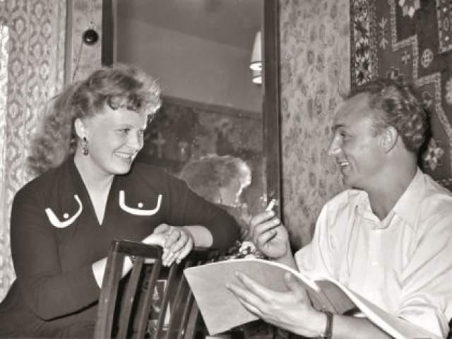 Чарли Чаплин предлагал ей роль в одном из своих фильмов, но советское руководство ответило отказом. Семейная жизнь актрисы сложилась счастливо: больше тридцати лет актриса прожила с актером Николаем Рыбниковым.