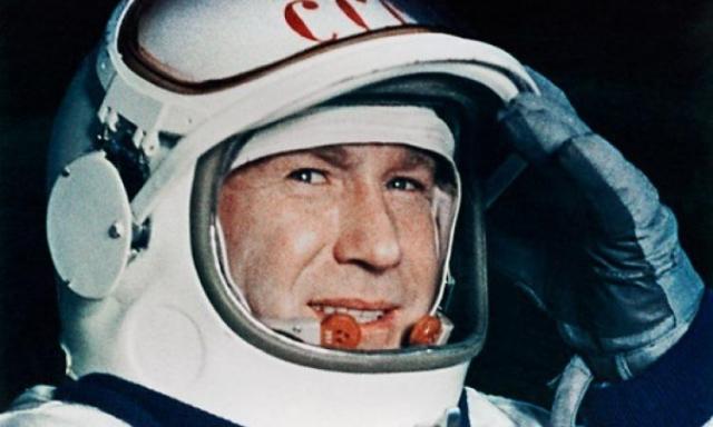 Алексей Леонов вышел в открытый космос первым в мире и находился там 12 минут 9 секунд, после легендарного полета его назначили руководителем госкомиссии по исследованию необычных космических явлений, которая пришла к неожиданным результатам.