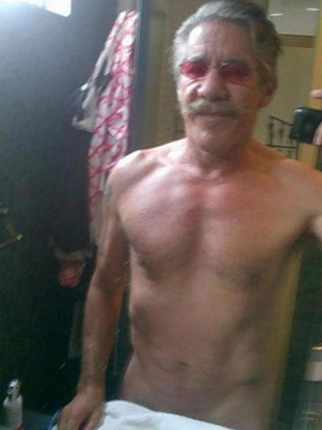 """Адвокат, писатель и телеведущий Херальдо Ривера в час ночи 21 июля, 2013 года опубликовал фотографию себя, прикрытого полотенцем, с заметкой """"70 - новые 50""""."""