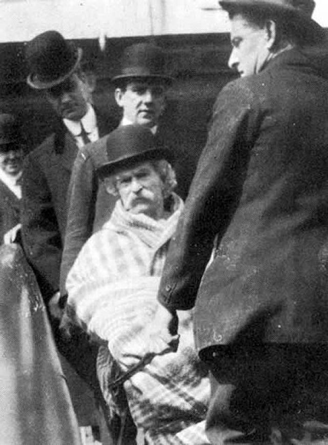 Писатель Марк Твен умер 21 апреля 1910 года. Это фото оказалось последним изображением литератора.