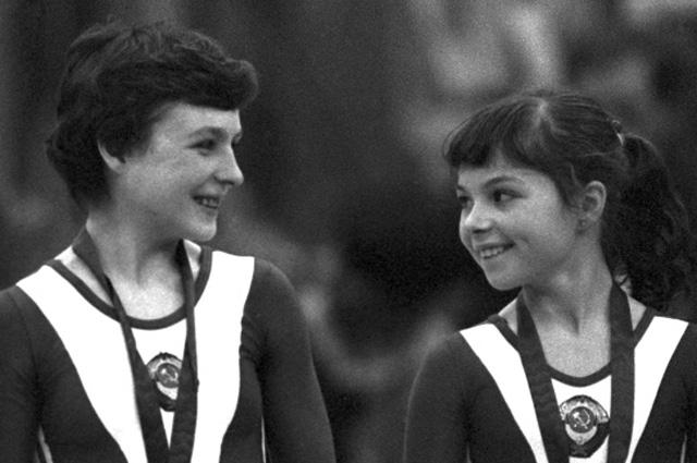 В 1981 году, в 15 лет, в составе сборной СССР приняла участие в чемпионате Европы, но неудачно, однако сумела завоевать две золотые медали чемпионата мира.