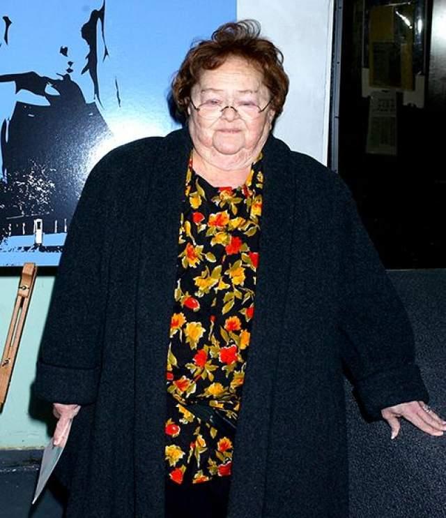 Она скончалась в 2010 году от почечной недостаточности.