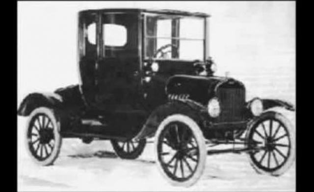 """Выдвинув их, Тесла сказал: """"Теперь у нас есть энергия"""". После этого Тесла ездил на машине неделю, развивая скорость до 150 км/час. Никаких батарей или аккумуляторов на машине не было."""