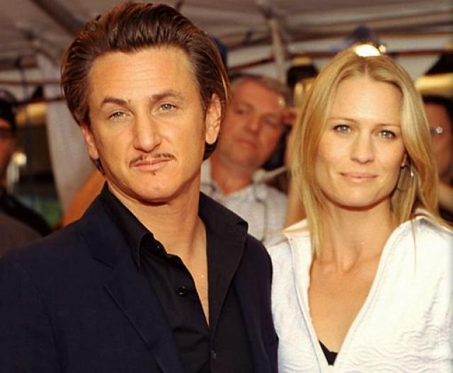 Робин Райт. Ради замужества с Шоном Пенном актриса пожертвовала кинокарьерой. Брак, в котором, как оказалось известно позже, супруг увлекался рукоприкладством, продлился 14 лет.