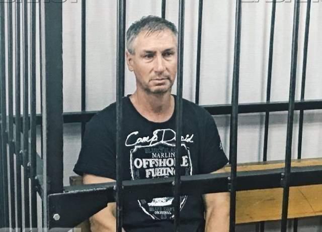 По данным следствия, владелец Дмитрий Хахалев, ранее судимый за хулиганство и изнасилование, управлял судном в состоянии алкогольного опьянения.