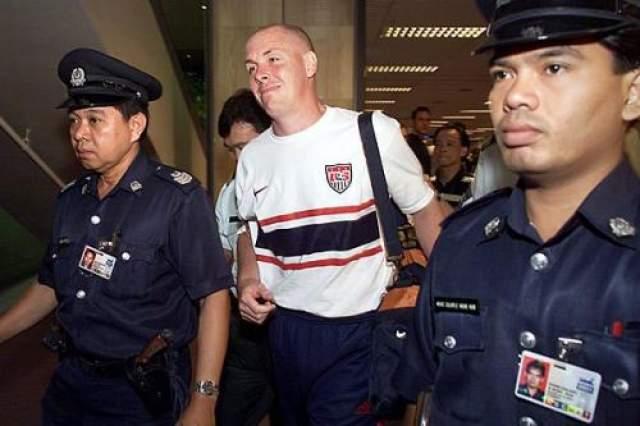 """Нил пытался бежать. Поймали его во Франкфурте, экстрадировали в Сингапур, где он отсидел 4 года, заболел раком, был вылечен, и был выпущен на свободу. Выйдя, он написал книгу мемуаров """"Как я обанкротился """"Бэрингэ"""". Сейчас трудился на посту генерального директора футбольного клуба """"Голуэй Юнайтед""""."""