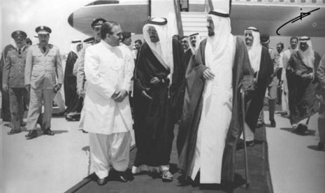 Самолет президента был подорван террористами. Вместе с ним погибли еще около 40 человек. Вероятно, после детонации на борту открылся ящик с ядовитым газом, который поразил пилотов.