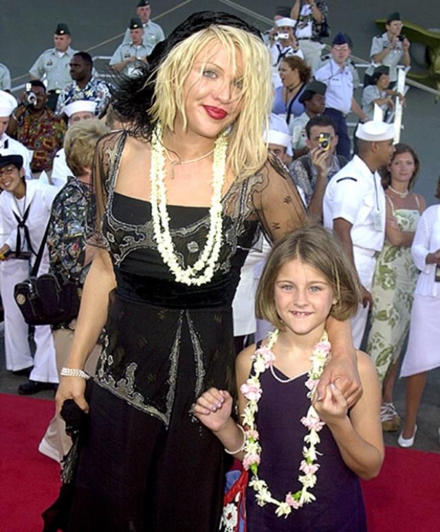Кортни Лав. Дочь Курта Кобейна неоднократно заявляла, что к своей матери испытывает далеко не добрые чувства.