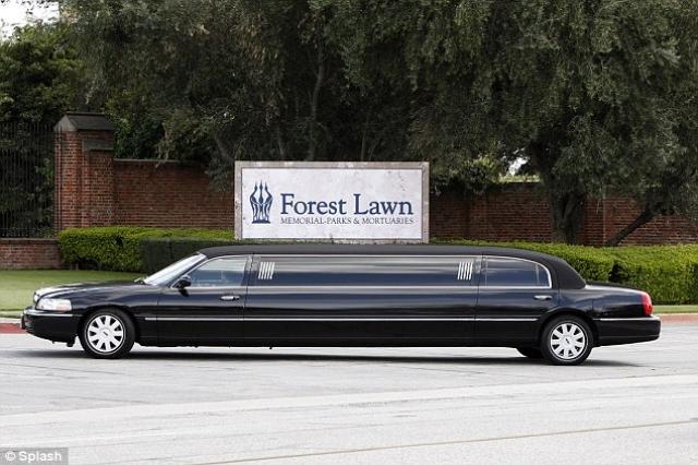 Побеспокоившись загодя, Тейлор завещала, чтобы ее похороны начались на 15 минут позже, чем будет объявлено.