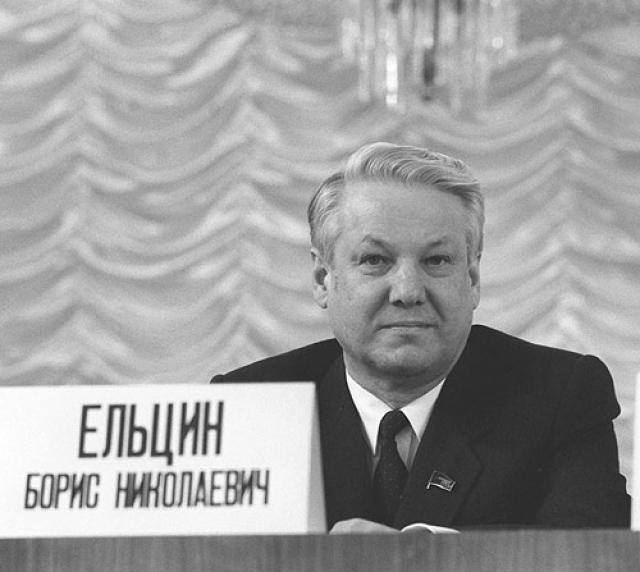 """В 1987 Ельцин был снят с поста первого секретаря МГК КПСС, после чего он попал в больницу с диагнозом """"ухудшение мозгового кровообращения""""."""