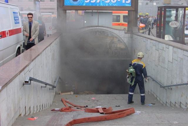Взрыв в 2000 году. 8 августа в 17:55 в подземном переходе на Пушкинской площади сработало взрывное устройство. Погибли 13 человек, 61 получили ранения. Самодельное взрывное устройство было начинено шурупами и винтами.