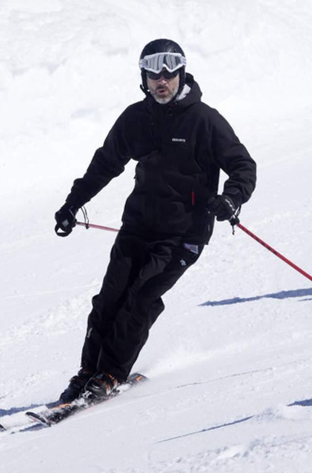 Также испанский монарх любит зимние виды спорта и прекрасно катается на лыжах.
