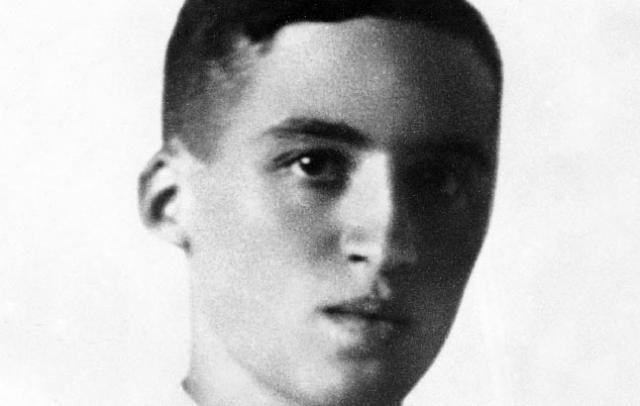 Попытка покушения на Гитлера была предпринята в 1936 году. Штрассер уговорил Гельмута Гирша , еврейского студента, эмигрировавшего в Прагу из Штутгарта, вернуться на родину и попытаться убить кого-то из нацистских руководителей.