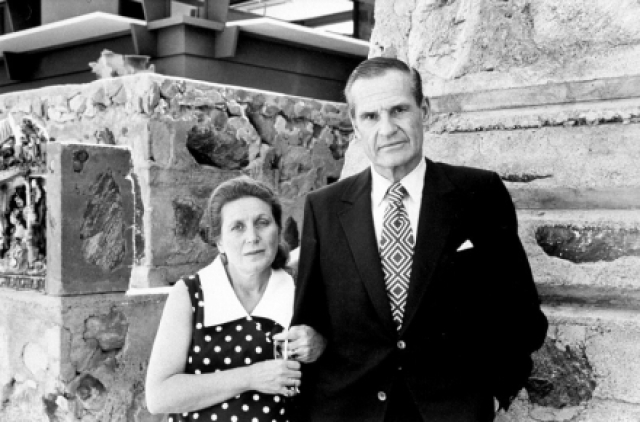 В США Светлана вновь вышла замуж, за американского архитектора Уильяма Питерса, родила дочь, Ольгу Питерс, позже переименованную в Крис Эванс, в 1972 году развелась, но сохранила за собой имя Лана Питерс. В 1982 году Аллилуева переехала из США в Великобританию, где отдала дочь Ольгу в квакерскую школу-интернат. Сама же начала путешествовать по миру.