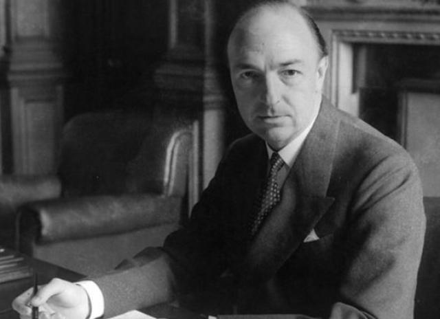 Джон Профьюмо. В 1963 году роман британского военного министра Джона Профьюмо с девушкой легкого поведения вызвал один из самых крупных политических скандалов в стране.