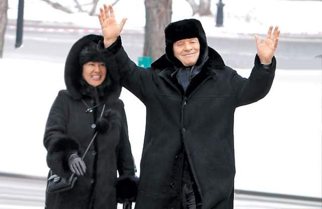 2013 год, Энтони Хопкинс отмечает 75-летие вместе с женой Стеллой Арройяве в Москве.
