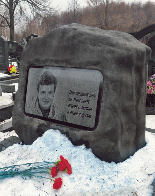 В 2001 году, отдыхая в Тверской области, Супонев катался на снегоходе по льду Волги, потерял управление и на полной скорости врезался в пристань.