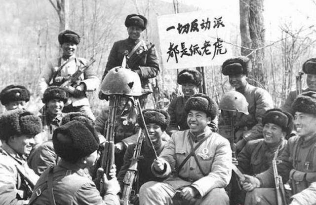 Через два часа, израсходовав боезапас, советские пограничники все-таки были вынуждены отойти с острова. Стало ясно, что введенных в бой сил не хватает, и китайцы значительно превосходят отряды пограничников численно.