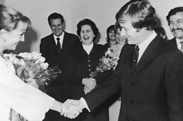 Они поженились в 1971 году, через два года у них родилась дочь Мария Миронова, которая сейчас стала тоже очень известной актрисой. Но союз с легендарным актером у Градовой не сложился. Она устала терпеть измены и сама ушла от мужа.