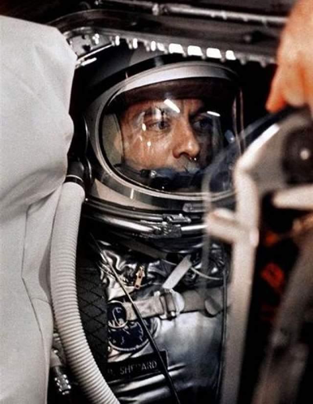 Первый американец в космосе - Алан Шепард, 5 мая 1961 года.