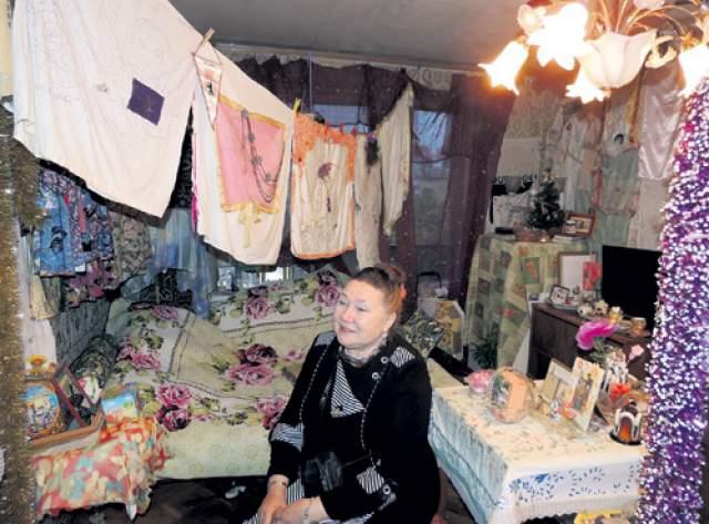 """Сейчас Назарова проживает в """"хрущевке"""", соседи по которой время от времени вынуждены вызывать ей психиатрическую скорую."""