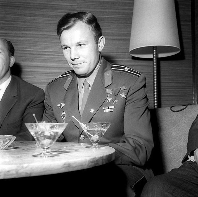 В течение трех лет встречи и поездки отнимали у Юрия большую часть его личного времени. Плюс ко всему эти встречи часто сопровождались застольем, и Гагарин набрал лишние 8—9 килограммов веса, перестал систематически заниматься спортом.