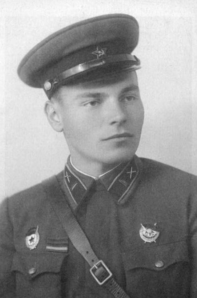 После войны служил командиром полка в Венгрии. В августе 1945 года был командирован в Москву в Артиллерийскую академию.