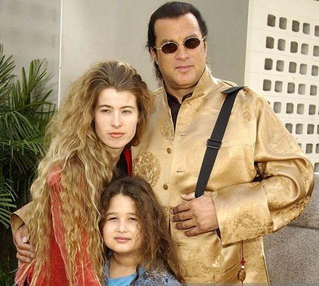 Актер так и не сделал Ариссу своей законной супругой, хотя некоторое время они прожили вместе. Младшую дочку Стивен назвал в ее честь - Ариссой.